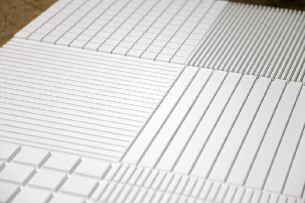 http://www.eunulee.com/files/gimgs/th-46__보도블럭(부분)_아크릴,락카-페인트_각-1_5x30x30cm;-8개_2013.jpg